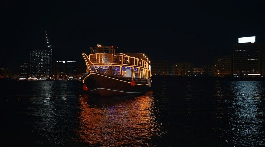 dhow cruise-dinner in dubai