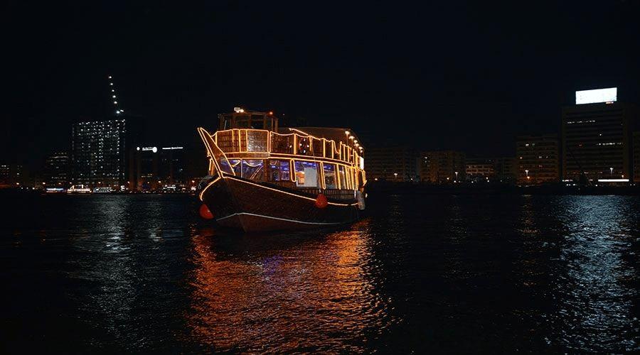 dhow cruise-dinner in dubai